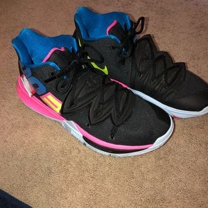 Men's Kyrie basketball shoe worn once indoors